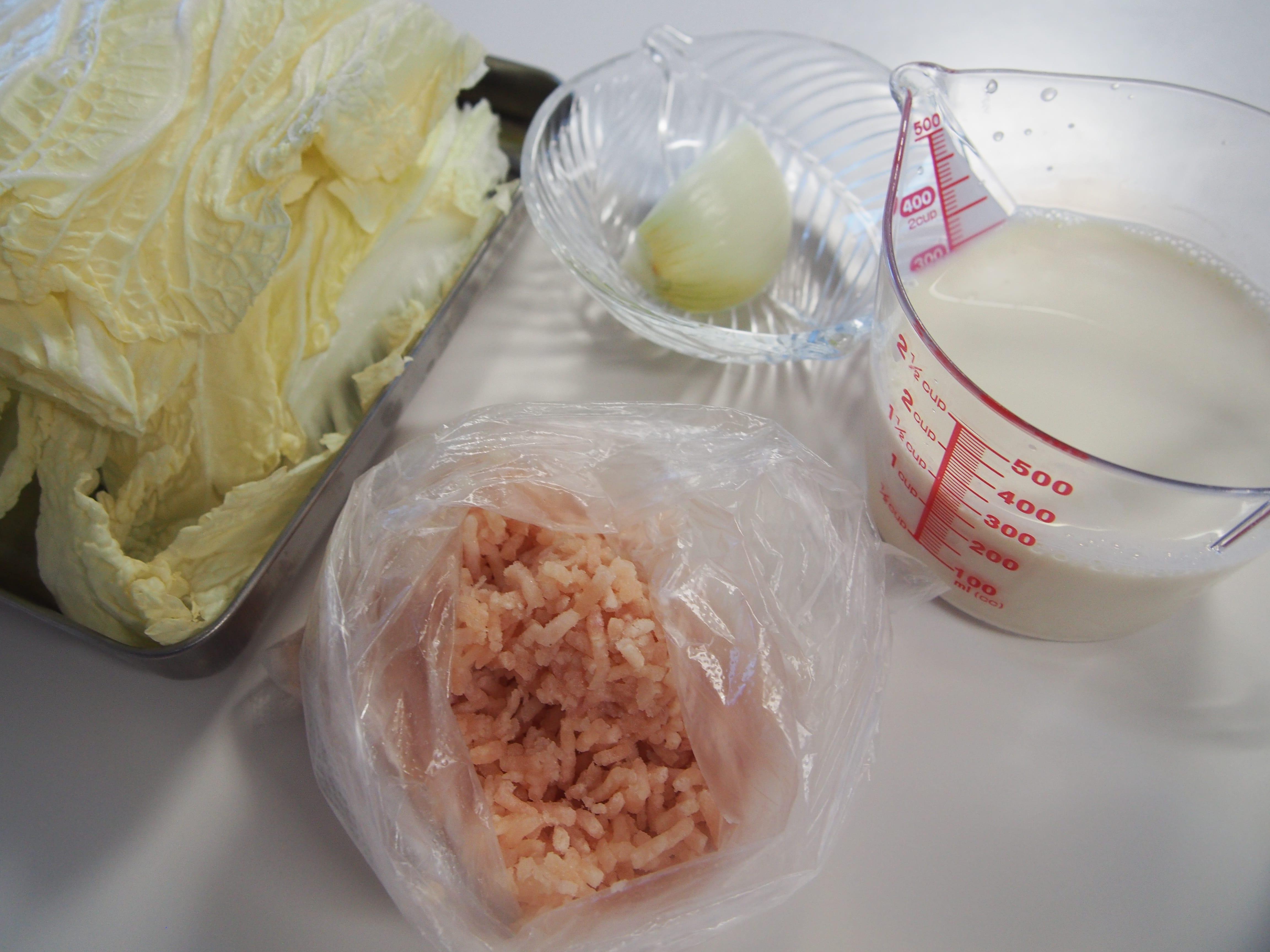 肉団子入りミルク味噌汁 材料